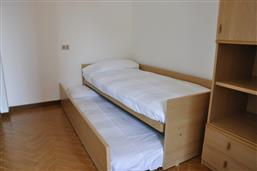 single bed + 1 extractable bed