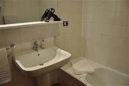 zweites Bad mit Badewanne